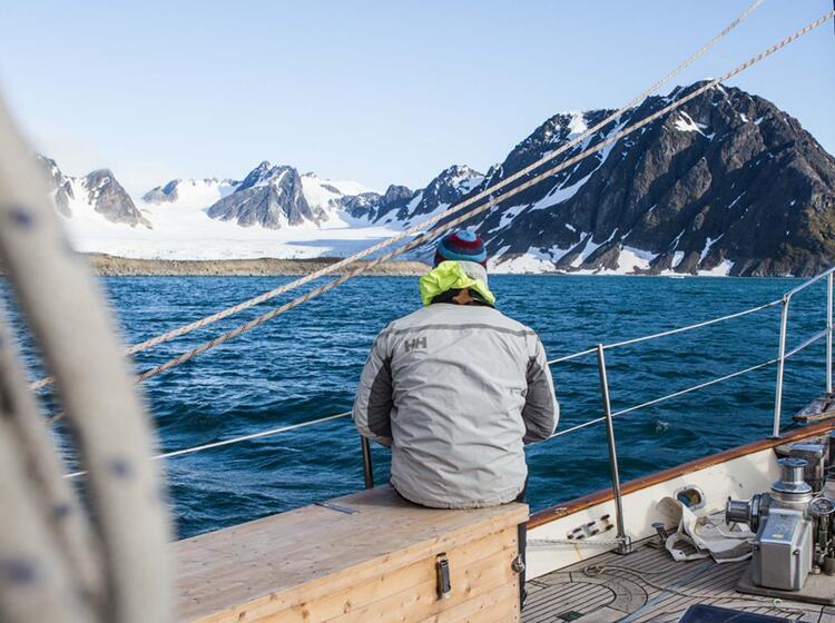 Unterwegs Nicht Mit Den Hurtigruten Sondern Mit Der Privatjacht In Der Arktis