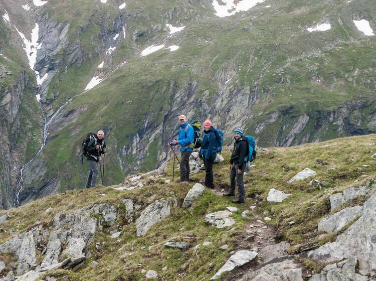Wandergruppe Von Huette Zu Huette In Den Hohen Tauern