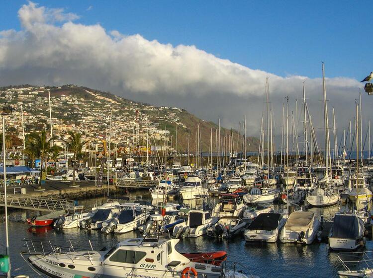 Wandern Am Yachthafen Auf Madeira