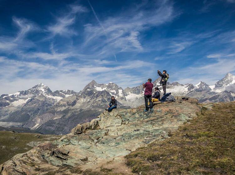 Wandern An Den Viertausendern Und Den Gletscher Bergen In Der Schweiz