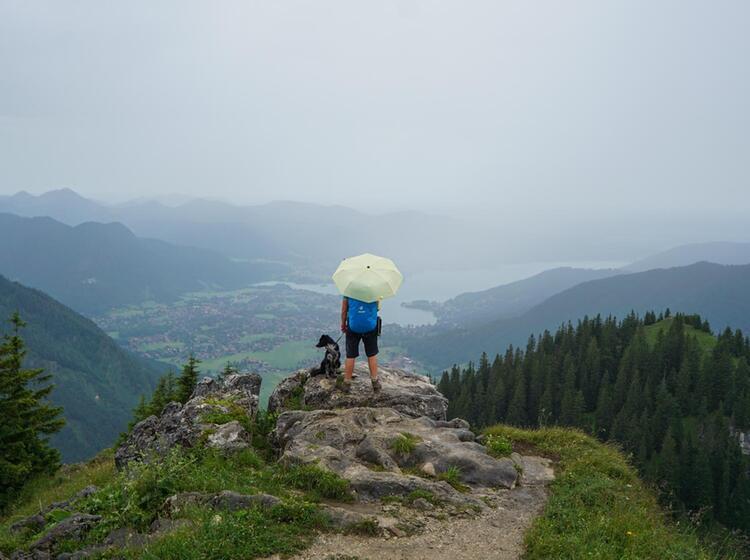 Wandern Bei Regen Mit Blick Auf Den Tegernsee