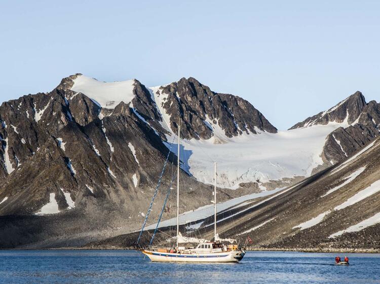 Wandern In Der Arktis Vom Segelboot
