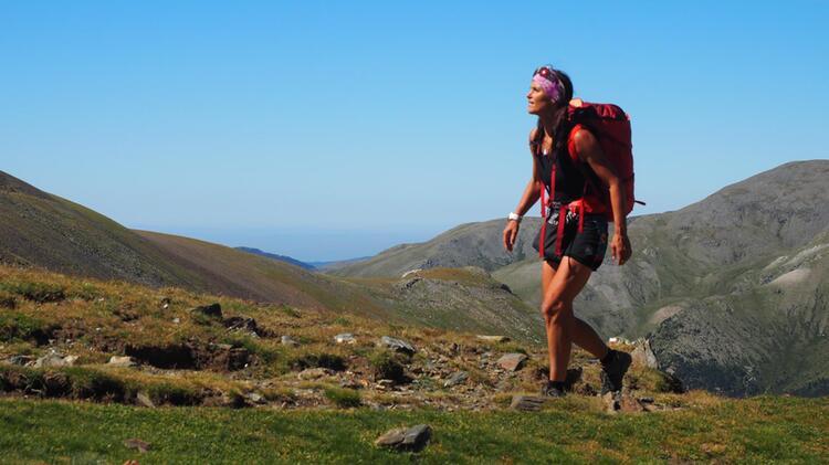Wandern Mit Bergwanderfuehrer Ueber Die Alpen Karrie Gregson