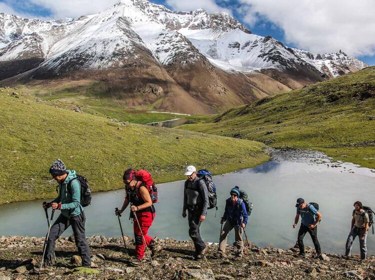 Wandern Und Bergsteigen In Kirgistan Am Pik Lenin