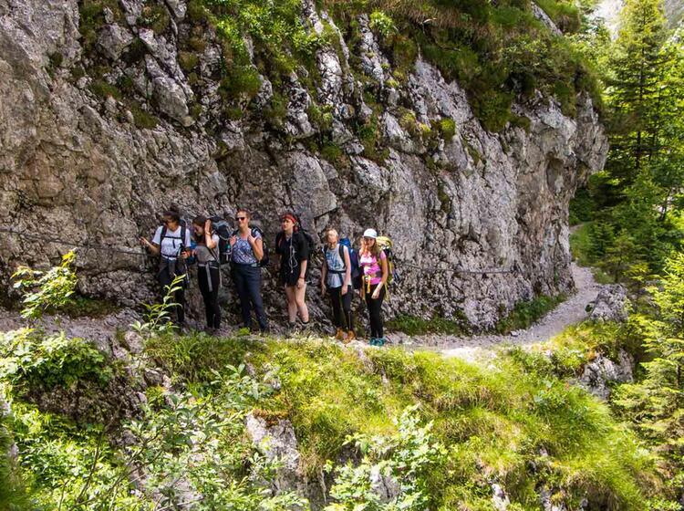 Wandern Von Der Hoellentalangerhuette Zum Kreuzeckhaus Auf Der Wanderung Rund Um Die Zugspitze