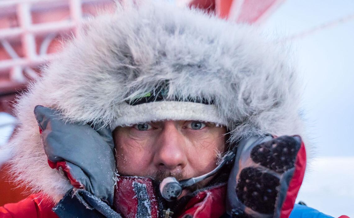 Warme Bekleidung Schuetzt Unseren Polarguide Hans Honold Vor Der Arktischen Kaelte Wa Hrend Der Mosaic Expedition