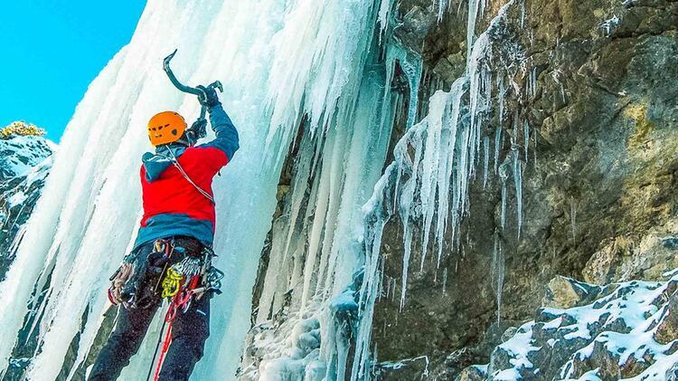 Wasserfallklettern In Den Dolomiten