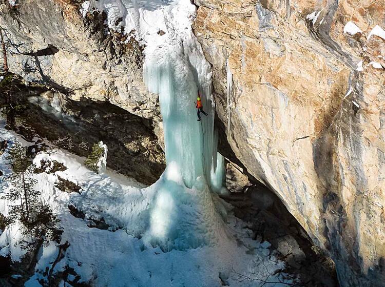 Wasserfallklettern Mit Bergfuehrer