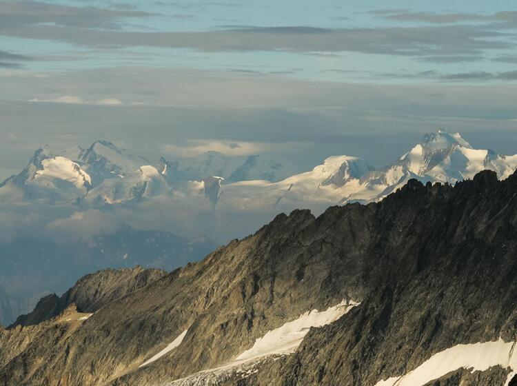 Weitblick Vom Berner Oberland Ins Nahe Gelegene Wallis Auf Der Hochtouren Woche