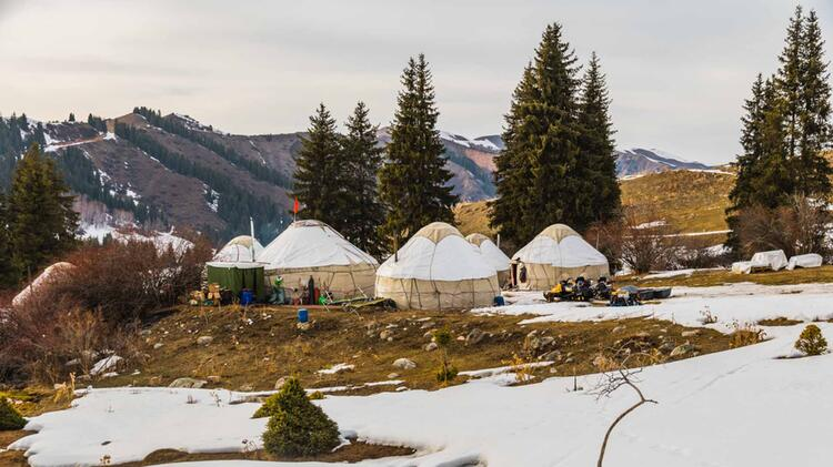 Yurten Als Stuetzpunkt Fuer Skitouren In Kirgistan